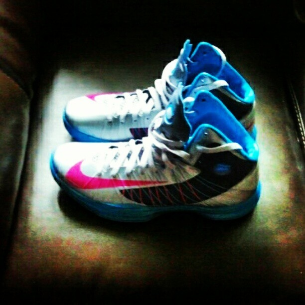 info for 1b712 adbfd Today s Pick Up – Nike Hyperdunk Fireberry   Laces Sleeves